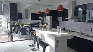 Cozinha com espaço gourmet é uma das opções dos clientes para se adequarem à modernidade e funcionalidade.
