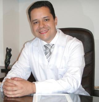 Dr. Diogo Almeida Lima - Cirurgião Plástico Membro da Sociedade Brasileira de Cirurgia Plástica.