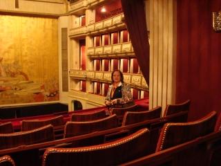 Mara na ÓPERA DE VIENA - Capacidade para 1.500 pessoas. Considerado por muitos como o local que tem a melhor acústica do mundo e José Armando teve o privilégio de cantar Nessun Dorma.