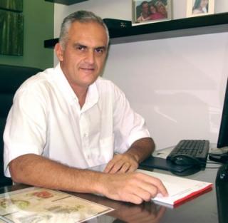 O cirurgião buco-maxilo-facial e especialista em implantes Dr. Randolfo Lemos Vasconcelos Júnior: 25 anos de carreira.
