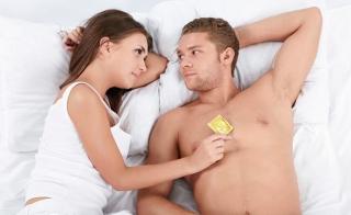 Acredito que a mídia trata o tema de maneira errada, muitas das vezes. Assim, o jovem é influenciado de maneira negativa a pensar em sexo como fonte de prazeres físicos.
