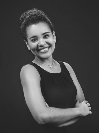 Isabella Vieira Assessora e Cerimonialista desde 2012 Formada em Administração de Empresas pela UEMG  Instagram: @isabellavieiracerimonial