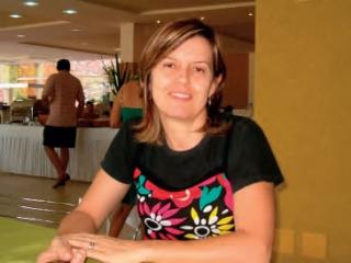 A pedagoga Aleides Aparecida de Oliveira Acorinte - professora de braile voluntária na Rev-Ver.