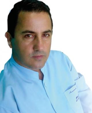 """O ortodontista Fernando Alcides fez um curso com especialistas para oferecer o aparelho lingual a seus clientes: """"Agora, estamos acompanhando as necessidades de nossa clientela.�"""