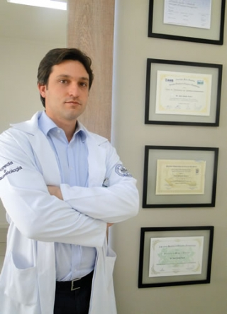 O médico ortopedista, Dr. André Schmidt Soares: