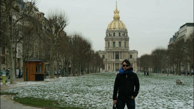 Inverno em Paris na Place des vosges. A mais velha praça de Paris onde morava o escritor Victor Hugo.