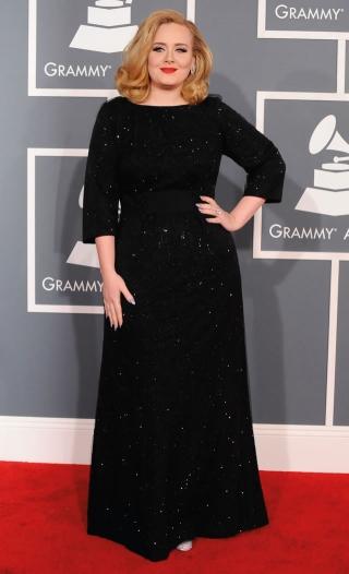 Cantora Adele usando Giorgio Armani no Grammy 2012