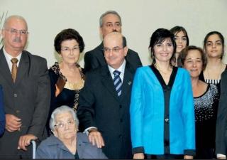 Da esq. para dir.: Roberto Leite (cunhado), Maria Helena (irmã), Ruth Calixto (mãe), Paulo Calixto (irmão), Sheila (esposa), Natália (filha), Norma (irmã), Marina (filha).