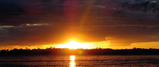 """""""Quem já visitou tal rio o classifi ca como possuidor do mais belo pôr do sol do país�, Pedro Daher."""