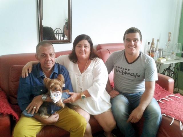 Ricardo Patrese Galdino, sua esposa Sirlei e filho Kaíke comemoram o recomeço, após o susto.