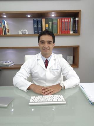 """O Otorrinolaringologista Dr. Alexandre Beraldo Ordones: """"Existem várias opções para o tratamento da Apneia Obstrutiva do Sono. A avaliação do especialista permite definir o melhor tratamento.�"""