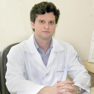 O neurocirurgião da Santa Casa de Passos, especialista em coluna, Dr. Matheus Schmidt Soares.