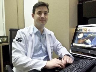 Dr. Ciro Jabur Pimenta introduziu a videoartroscopia do quadril em Passos.