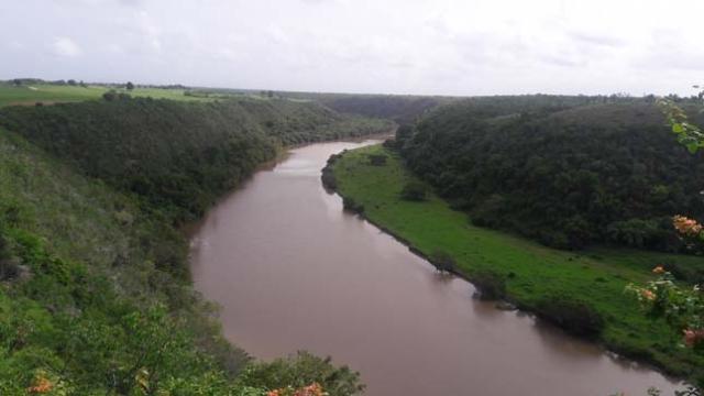 Rio Chavon.Do alto da igreja vista para o rio em que foram gravadas cenas para os filmes Anaconda e Rambo.