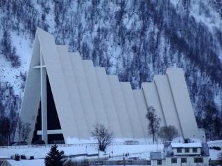 DelfraroIgreja de Tromsø: camadas de cimento (vista lateral).