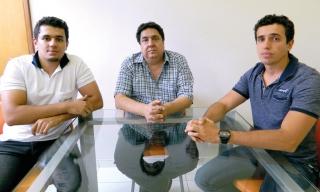 O empresário Ricardo Ribeiro Maia (ao centro) com seus dois filhos Igor e Wallace.