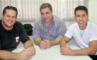 O vice-presidente, Marcelo Alves da Silva, o diretor de marketing, Sandro Cubas Siqueira e o presidente da Apicon, Francisco Baltazar dos Reis.
