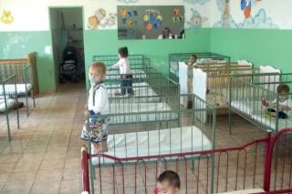 Crianças no berçário da Creche Dolores Queiroz.