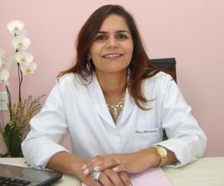 """A médica homeopata Dra. Alexandra Faria Moreira: """"Ao contrário da alopatia, a homeopatia não trata a doença, e sim, o indivíduo doente.�"""
