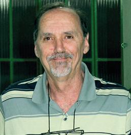 O arquiteto Mauro Ferreira propõe que as calçadas sejam construídas pela Prefeitura.