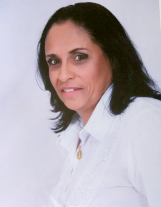 Neila Lima  é portadora de Esclerose Múltipla (EM).