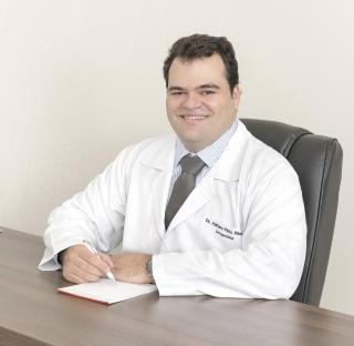 O médico ortopedista, traumatologista e especialista em cirurgia do quadril, Dr. Adriano Pinto Ribeiro.