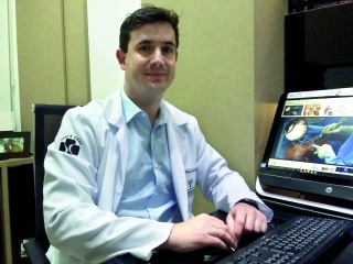 Dr. Ciro Jabur Pimenta  Graduação em Medicina pela UNICAMP Residência em Ortopedia e Traumatologia pela UNICAMP
