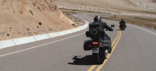 No Deserto de Atacama - El Caracol  -  trajeto chamado assim, devido ÃÆ's curvas fechadas. Pode ser conferido no You Tube; é tido como um dos trechos de estradas perigosas para motoqueiros e aventureiros.