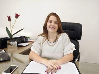 A psiquiatra Dra. Júlia Faleiros  CRM MG - 47004  Título de especialista pela ABP (Associação Brasileira de Psiquiatria)