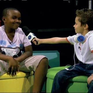 Sendo entrevistado pelo �dolos Kids.