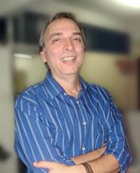 O premiado escritor radicado em Passos, Marco Túlio Costa.