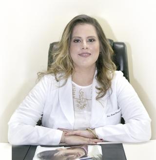 A Psiquiatra Dra. Bruna Vasconcellos Kallas. Residência Médica em Psiquiatria no Serviço de Saúde Dr. Cândido Ferreira - Campinas/SP CRM-MG. 53.782     CRM-SP.  160.579