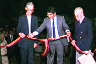 Professor Chiquito, prefeito Cóssimo e professor Wagner de Castro no momento de inauguração da Casa da Cultura em 1988.