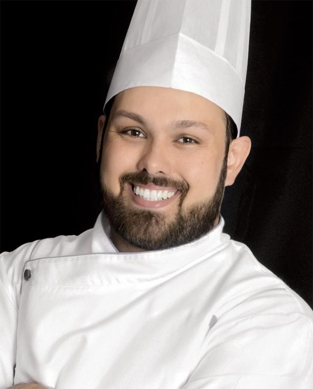 Roberto Augusto, natural de Alfenas e residente em SP, é Chef de cozinha e professor de gastronomia há 16 anos.