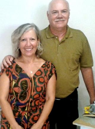 """O casal Eberth Antônio Piantino e Tina Horta: """"É um bom motivo para reunir os amigos.�"""
