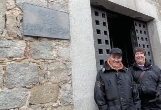 Marcos e Marcelo Esper no museu de Santa Tereza de �vila, em �vila, na Espanha, onde viveu a fundadora das Carmelitas Descalças.