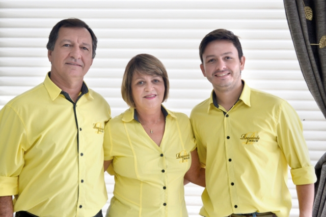 Edson Felix Morais, Angela Maria Avelino Morais e Felipe Morais.