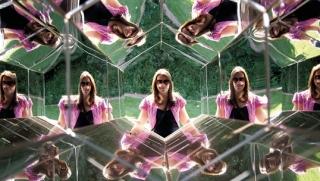 Viewing Machine; Olafur Eliasson:  caleidoscópio, gerando um efeito obtido pelo reflexo da luz em seis espelhos que formam um tubo hexagonal.