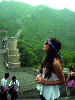 Contemplando a natureza e o grande monumento da Muralha