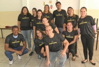 Parte da equipe de lÃÆ'Ã'deres e voluntÃÆ'Ã'Â¡rios que fizeram parte da primeira Escola da Vida em Passos.