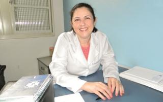 A Dra. Maria Paula Moraes Vasconcelos é médica ginecologista e obstetra e coordenadora do Promai.